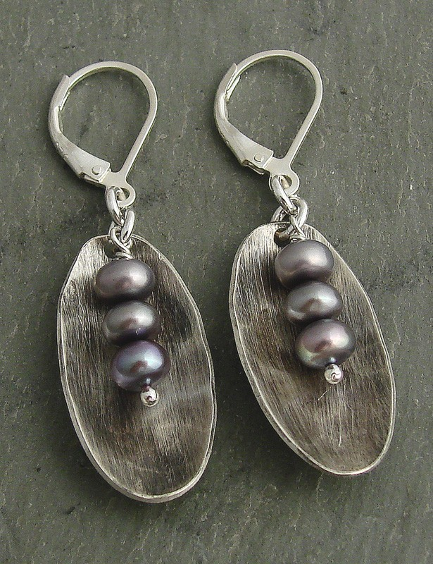 Lilac Pearl & Sterling Oval Earring