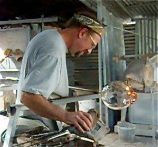 Joel-Bloomberg-blown-glass-artist.jpg